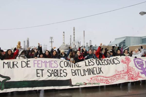 Mur de femmes contre les oléoducs et les sables bitumineux (source: https://www.facebook.com/events/1714565932112426/)
